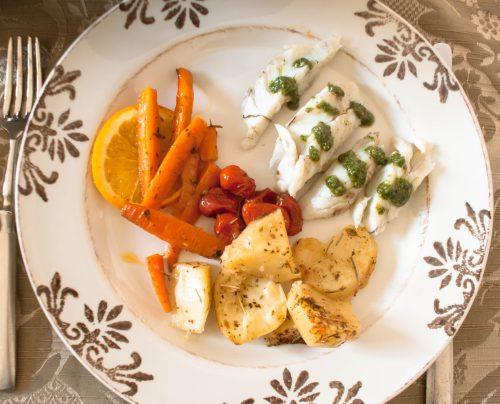 corvina-a-la-sal-con-verduras-y-pesto-de-zanahoria