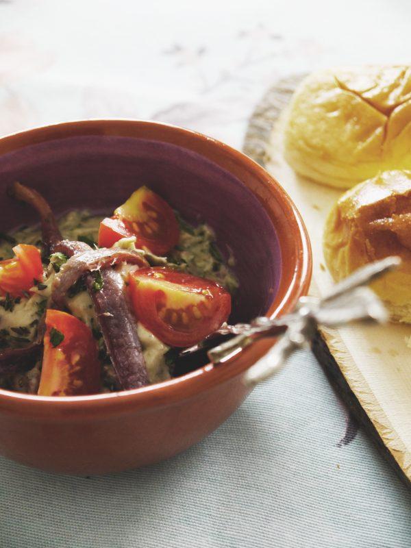 como-hacer-pincho-de-mantequilla-de-anchoas-y-tomate-1