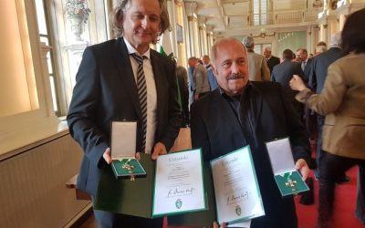 """Große Ehre für Klaus Dieter Hartl und """"Sir"""" Oliver Mally."""