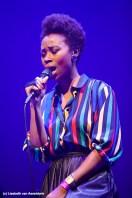 zangeres Ntjam Rosie voegde een plezierig stemgeluid toe aan Tribute to Miles Davis