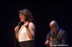 den haag, 10 oktober 2015. Het Peter Beets Trio brengt samen met Fay Claassen een ode aan Rita Reys. Foto: Fay Claassen met rechts Martijn van Iterson