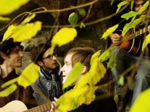 Dvakrát angažovaný indie-pop-folk z Indies