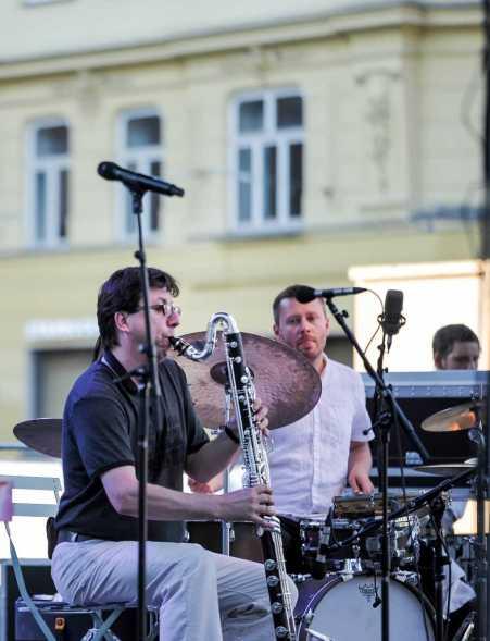 Pavel Hrubý - bassclarinet/soprano sax, Daniel Šoltis - drums