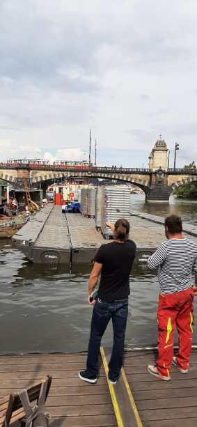 Stavba plovoucí scény Prague Sounds 2021_2_autor_Prague Sounds