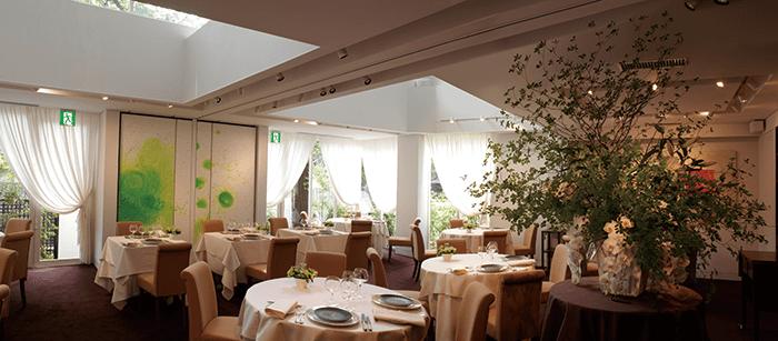 美しく居心地の良い空間がゲストのために用意されている。手作りで心のこもったレストランウエディング「ミクニマリアージュ」も人気