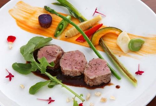 「弓豚」フィレ肉の低温ロースト