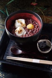 小豆や餅、葛など、和菓子づくりに欠かせない素材を使った甘味が味わえる茶房も 写真は「ぜんざい」(税込)880円