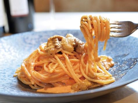 長年のファンの多い「生ウニのクリームスパゲティ」。北海道や三陸の新鮮なウニをたっぷりと使う