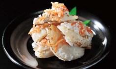 北海道噴火湾産ホタテ貝柱の表面を炙りいずしにした「炙りホタテのいずし」は、FAN2014にて食文化賞受賞。250g2,430円(税込)