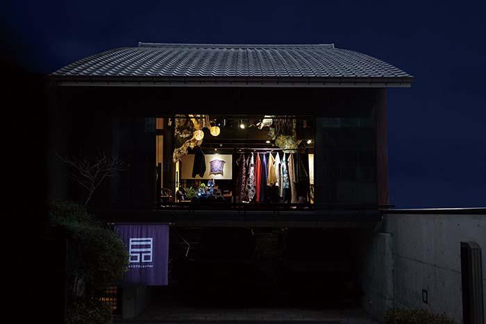 サロンでは、メイド・イン・ジャパンのレザーブランドの新しい可能性を感じることができる