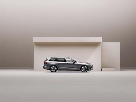 他では得られない良質なデザイン、胸の高鳴るドライビングフィールとテクノロジー。さまざまな用途に応える実用的なエステート V60 Recharge Plug-in hybrid T6 AWD Inscription 車両本体価格 7,990,000円