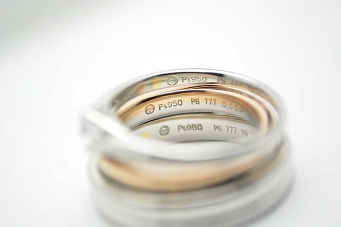指輪内側には、誕生石のセッティングや、記念日、イニシャルなどの刻印、K777(トリプルセブンゴールド)の特別な地金を入れる事ができる