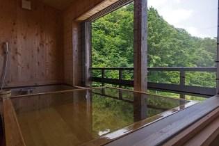 半露天風呂付き客室「初音」のお風呂