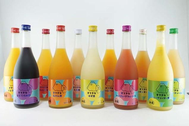 厳選した香り豊かな果汁を贅沢に使用し、保存料・着色料・香料不使用のリキュール「すてきな」シリーズ。「ゆず」「みかん」「桃」「シークヮーサー」「パッションフルーツ」「レッドグレープフルーツ」「スウィーティー」「マンゴー」「オレンジ&マンゴー」「うめレモン」「ぶどう」と味わいも実に豊富だ