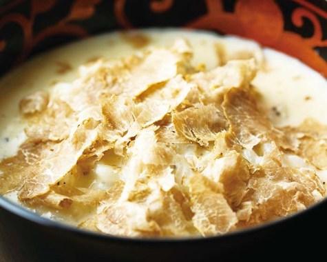 白トリュフのリゾット。小泉氏はトリュフの使い方に定評があり、サラサラとした白トリュフソースはテイクアウト可能でお土産としても人気がある