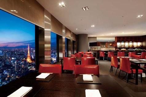 日本料理「百味庵」。選りすぐりの食材にこだわった和食を味わえる。6つの個室を備える