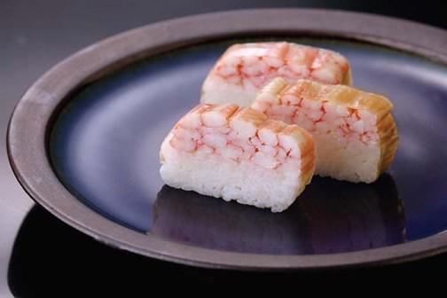 皿にのせるだけで豪華な一品になるのもうれしい。吾左衛門鮓極上の蟹 3,100円