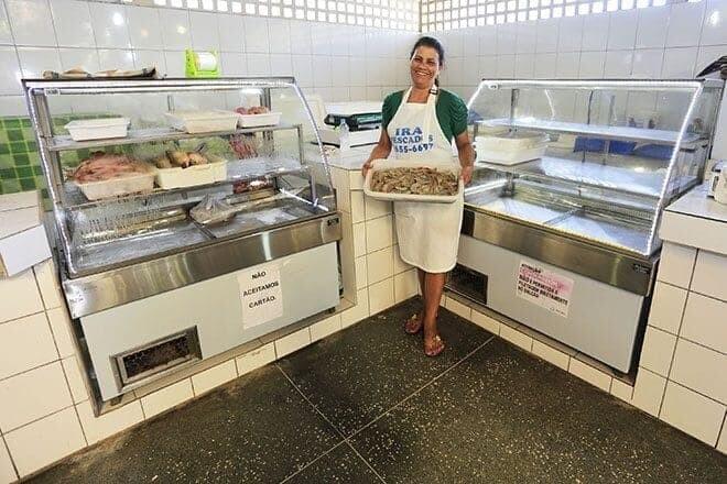 Balcões refrigerados garantem qualidade aos pescados vendidos em Matinhos 1