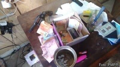 Polícia Militar aborda casal e apreende revólver, dinheiro e drogas 1
