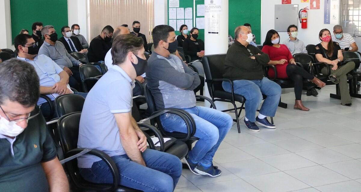 Justiça Eleitoral de Paranaguá promove reunião com membros de partidos para orientar sobre o período eleitoral 1