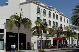 High end stores on rodeo drive and a row of palm trees