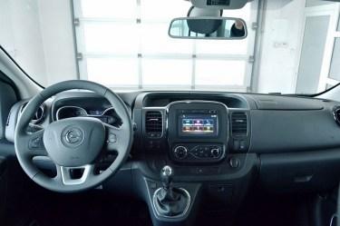 Opel-Vivaro 2 5