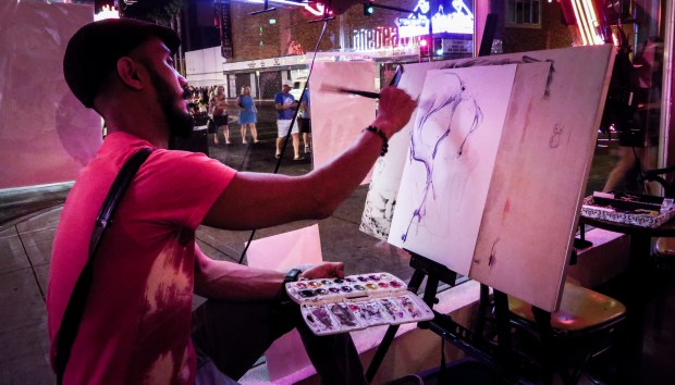 Artist Jef Logan working live at the A.A. Vegas event.