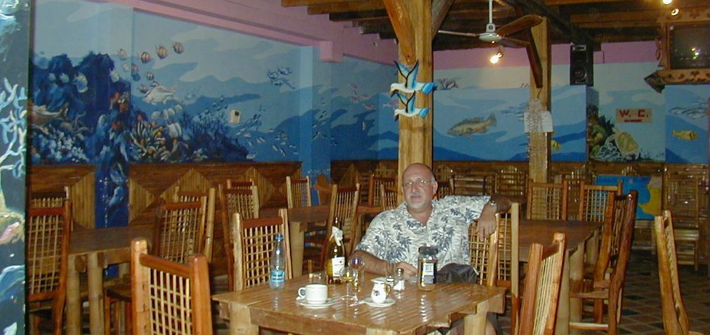 """Y tras el avistamiento de ballenas, es recomendable una buena cena en el """"Delfín Mágico"""" (Salango)"""