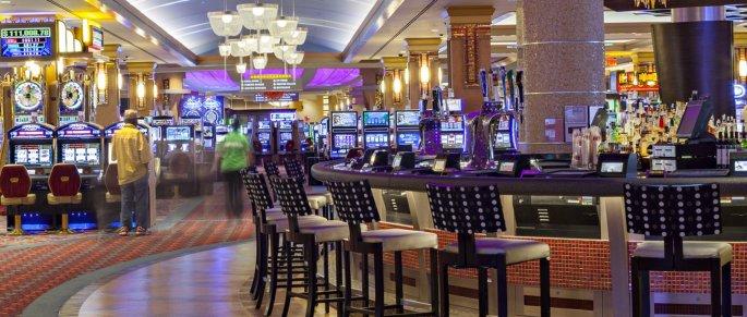 RWNY_03a interior bar.jpg