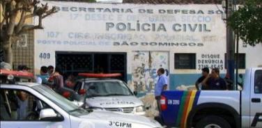 Movimentação foi grande em frente à delegacia do município durante o dia / Foto: Wenyson Aubiérgio/Reprodução da TV Jornal