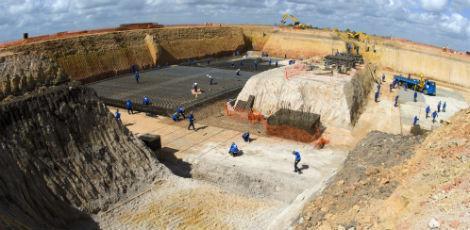 Bases das máquinas, a 12 metros de profundidade, foram preparadas antes da fábrica tomar forma / Divulgação