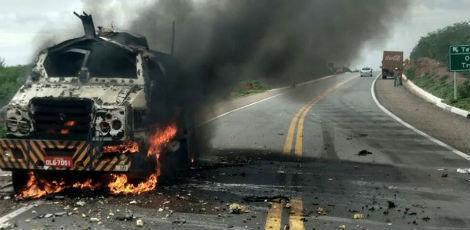 Grupo utilizou dinamite para explodir carro-forte / Foto: Divulgação/Corpo de Bombeiros