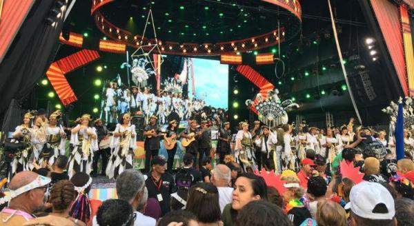 Segunda-feira de Carnaval no Bairro do Recife faz a festa da criançada e dos adultos