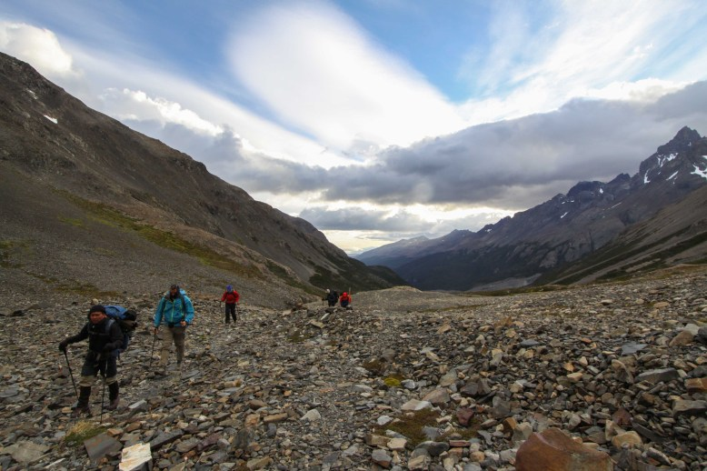 Camino al paso John Gardner - Torres del Paine
