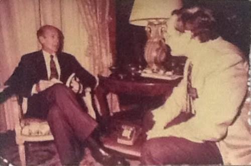"""Le Président français Valéry Giscard d'Estaing lors d'un entretien """"tête à  tête"""" avec Freddy Eytan."""