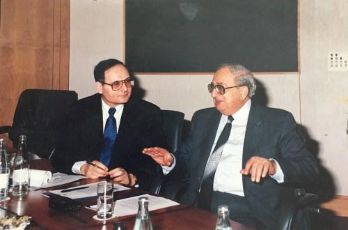 Le cinquième président de l'Etat d'Israël, Itzhak Navon, lors d'une rencontre avec Freddy Eytan.