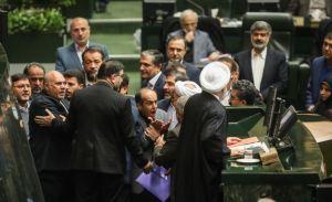 המהומות בפרלמנט של איראן על רקע הצעת התקציב