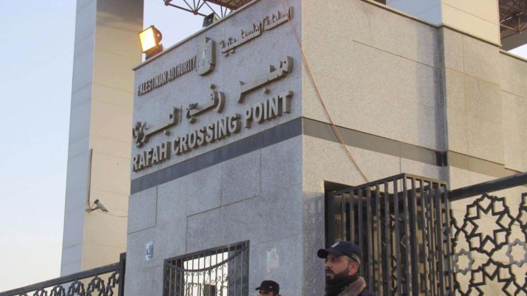 """עבאס מול חמאס: """"הכל או כלום"""""""