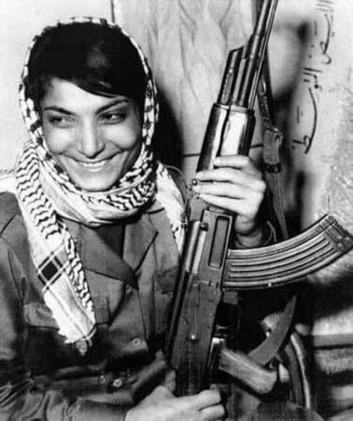 [תמונה: לילה ח'אלד, מחבלת מורשעת בחטיפת מטוסים (1969)]