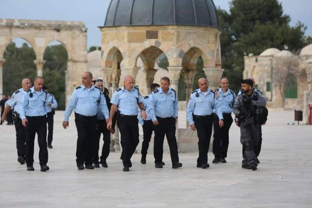 ביקור סגל המשטרה הבכיר אתמול על הר הבית לאחר המהומות //צילום: דוברות המשטרה