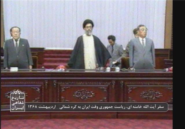 עלי ח'אמנאי בביקור בקוריאה הצפונית לפני 30 שנהנאם בפרלמנט פיונגיאנג לצדו של סבו קים ג'ונג און