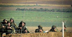 """חיילי צה""""ל על גבול רצועת עזה - חמאס מבין כי צעדות השיבה מיצו עצמן"""