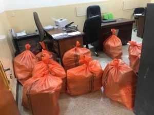 שקיות של מסמכים בעיראק