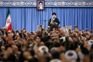 המנהיג העליון ח'אמינאי בנאום בפני קהל המוני