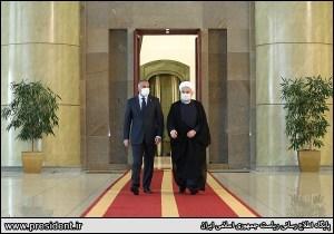 המנהיג העליון של איראן ח'אמנהאי, בפגישתו עם ראש ממשלת עיראק  מקור http://www.president.ir/fa/116430
