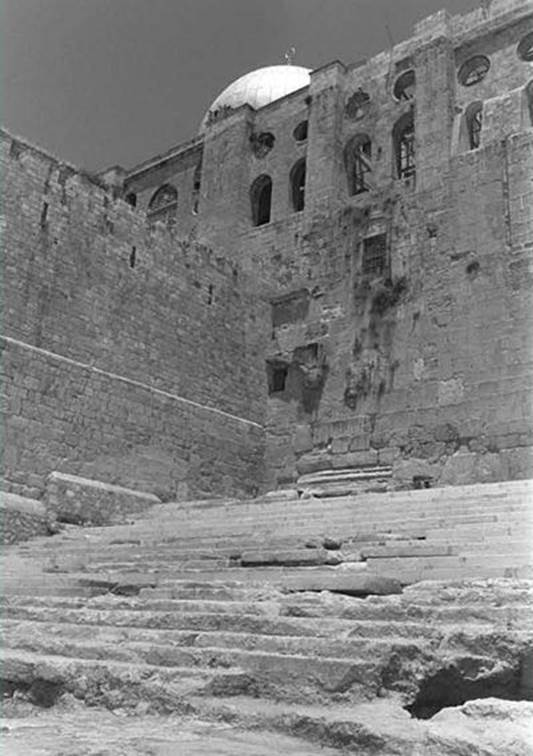 At the foot of the Southern Wall the ancient steps leading to the western Hulda Gate, which served as an entrance to the Temple Mount in Second Temple days. The gates themselves were left sealed and Israel maintained a separation between the excavations near the walls and the surface area of the mount. (Ya'acov Sa'ar, Government Press Office)