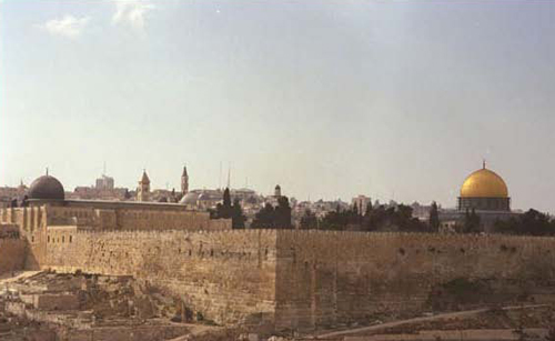 The Southern Wall (on the left) and the Eastern Wall (on the right) of the Temple Mount, March 1997. Engineering reports stated that the work on Solomon's Stables undermined their stability. (Avi Ohayon, Government Press Office)