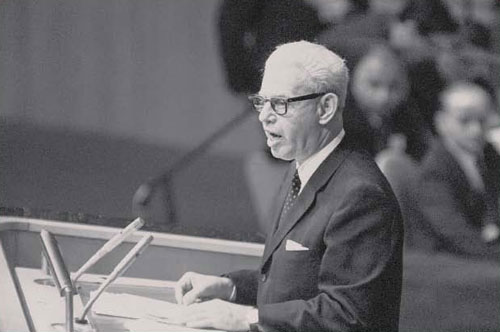 U.S. Ambassador to the United Nations Arthur Goldberg addresses the emergency session of the UN General Assembly in New York on June 19, 1967. (AP Photo)