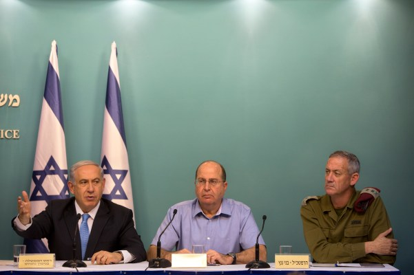Prime Minister Benjamin Netanyahu, Defense Minister Moshe Yaalon, and IDF Chief-of-Staff Lt.-Gen. Benny Gantz speak to the media on Aug. 27, 2014. (PMO/Flickr)