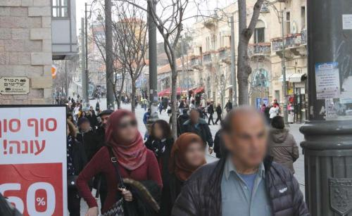 Arabs and Jews shopping on Jaffa Road. (Photograph: Ariel Shragai)